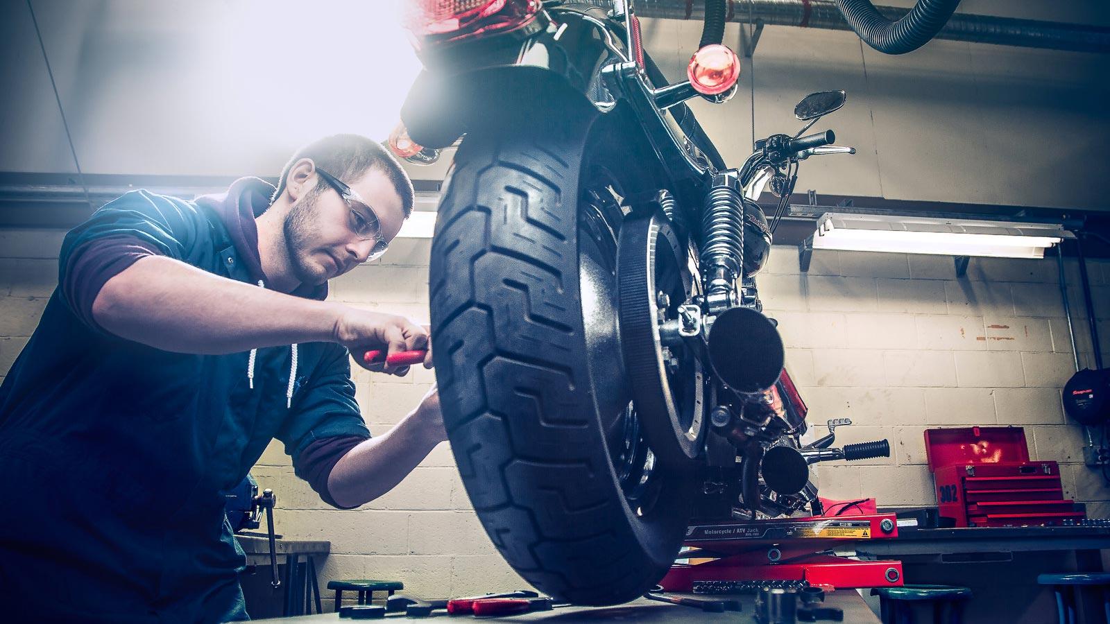 Como encontrar um bom mecânico de motocicletas