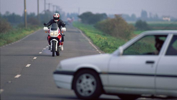 Dois acidentes comuns de motocicleta e como evitar