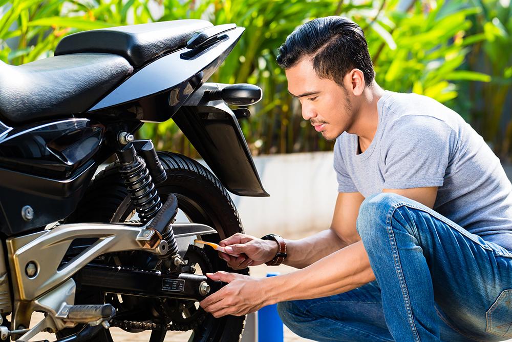 O segredo para evitar o desgaste da embreagem da moto