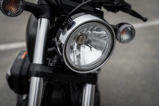 close-up-of-vintage-motorcycle_1232-2668